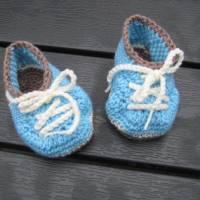 Babyschühchen Schnürschühchen gehäkelt für Neugeborene aus weicher Wolle (Merinowolle) Bild 2