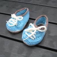 Babyschühchen Schnürschühchen gehäkelt für Neugeborene aus weicher Wolle (Merinowolle) Bild 3