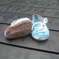 Babyschühchen Schnürschühchen gehäkelt für Neugeborene aus weicher Wolle (Merinowolle) Bild 4