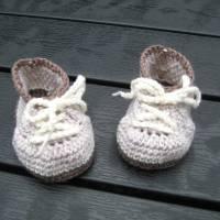 Babyschühchen Schnürschühchen gehäkelt für Neugeborene aus weicher Wolle (Merinowolle) Bild 6