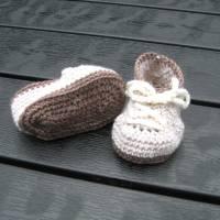 Babyschühchen Schnürschühchen gehäkelt für Neugeborene aus weicher Wolle (Merinowolle) Bild 7