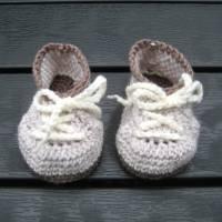 Babyschühchen Schnürschühchen gehäkelt für Neugeborene aus weicher Wolle (Merinowolle) Bild 8