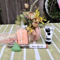 Wellness Set mit Trockenblumengesteck und Delikatesse, Geschenk Set, lachs farben Bild 5