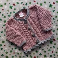 Strickjacke mit Zopfmuster ab Größe 62/68 bis Größe 92/98 trachtenjacke für mädchen handarbeit gestrickt pullover taufe Bild 1