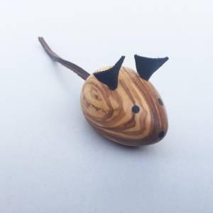 Maus, Spielmaus für Katzen / Kater, Katzenspielzeug Handgefertigt aus Olivenholz und Leder. Bild 1