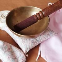 Set * fünfteilig * für Meditation / Yoga aus Baumwolle * rosa Zweige * bestehend aus Augen- und Klangschalenkissen usw. Bild 6