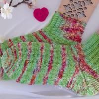 Socken - Damen Socken - Kurzsocken handgestrickt, Farbe  apfelgrün bunt - im unregelmässigem Verlauf,  Größe 38/39 Bild 1