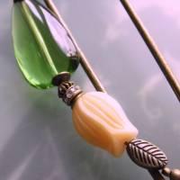 Schalnadel Tulpe - sehr große Bronze Schmucknadel mit böhmischen Glasperlen in Grün und Creme Bild 7