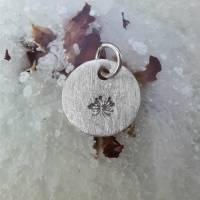 runder Anhänger aus 999 Silber mit eingestempelter Pusteblume Bild 3