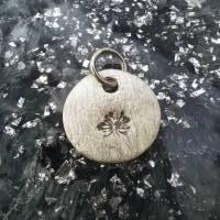 runder Anhänger aus 999 Silber mit eingestempelter Pusteblume Bild 4