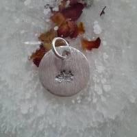 runder Anhänger aus 999 Silber mit eingestempelter Pusteblume Bild 7