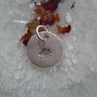 runder Anhänger aus 999 Silber mit eingestempelter Pusteblume Bild 8