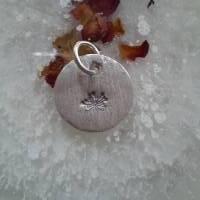 runder Anhänger aus 999 Silber mit eingestempelter Pusteblume Bild 9