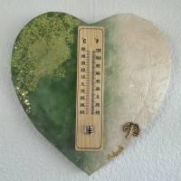 """Leinwand in Herzform, holz Thermometer, 3D Effekt, grün/beige, grüne kleine Pailetten """"PRIMAVERA"""" Bild 1"""