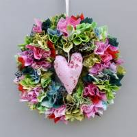 Stoffkranz, Türkranz aus Stoff, Deko-Wand-Kranz zum Muttertag, Upcycling mit Herz Bild 1