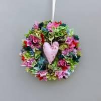 Stoffkranz, Türkranz aus Stoff, Deko-Wand-Kranz zum Muttertag, Upcycling mit Herz Bild 2