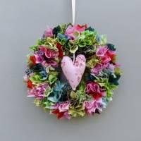 Stoffkranz, Türkranz aus Stoff, Deko-Wand-Kranz zum Muttertag, Upcycling mit Herz Bild 3