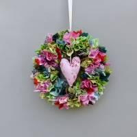 Stoffkranz, Türkranz aus Stoff, Deko-Wand-Kranz zum Muttertag, Upcycling mit Herz Bild 4