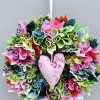 Stoffkranz, Türkranz aus Stoff, Deko-Wand-Kranz zum Muttertag, Upcycling mit Herz Bild 6