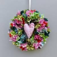 Stoffkranz, Türkranz aus Stoff, Deko-Wand-Kranz zum Muttertag, Upcycling mit Herz Bild 8