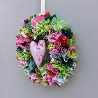Stoffkranz, Türkranz aus Stoff, Deko-Wand-Kranz zum Muttertag, Upcycling mit Herz Bild 9