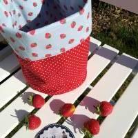 """Praktisches Utensilo """"Erdbeere"""" in Wendeoptik aus Baumwollstoff Bild 2"""
