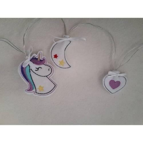 10-teilige Lichterkette mit Einhorn-, Mond- und Herzmotiven auf Filz gestickt.