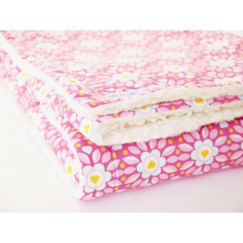 Babydecke, Kuscheldecke, Baumwolldecke, rosa/ pink mit hellblauen Blümchen von Lieblingsschnitte