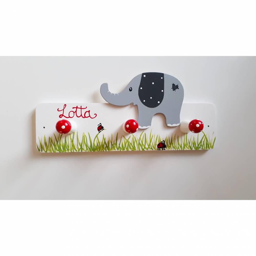 Garderobe aus Holz mit Elefant und Käferchen Bild 1
