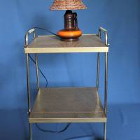 kleiner Vintage Tisch mit Rollen goldenes Lochblech Bild 1
