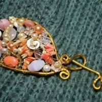 Tuchnadel rosa Perlen Koralle pastell und Rosenquarz 110 x 45 Millimeter Brautschmuck Aluminium goldfarben Geschenk  Bild 2