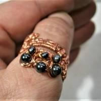 Ring handgewebt mit Keshi Perlen und Hämatit grau metallic in Kupfer wirework Daumenring Bild 2