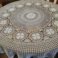 Gehäkelte runde Tischdecke Bild 1