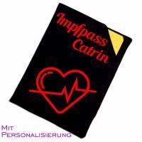 """Impfpasshülle """"Schwarz mit Motiv Herzschlag"""" aus Baumwollstoff, personalisierbar, waschbar - Impfausweishülle Bild 2"""