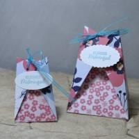 Dreieckiges Boxenduo mit Blumendesign Bild 1