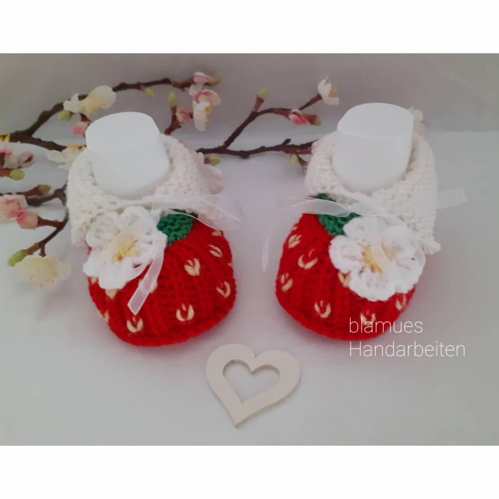 Baby Schuhchen - Erstlingsschuhchen, Erdbeere, rot/grünfarben,  100 % Wolle (Merino) Geschenk zur Geburt Taufe ..... Bild 1