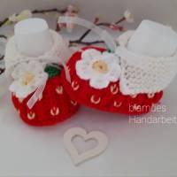 Baby Schuhchen - Erstlingsschuhchen, Erdbeere, rot/grünfarben,  100 % Wolle (Merino) Geschenk zur Geburt Taufe ..... Bild 2