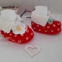 Baby Schuhchen - Erstlingsschuhchen, Erdbeere, rot/grünfarben,  100 % Wolle (Merino) Geschenk zur Geburt Taufe ..... Bild 3