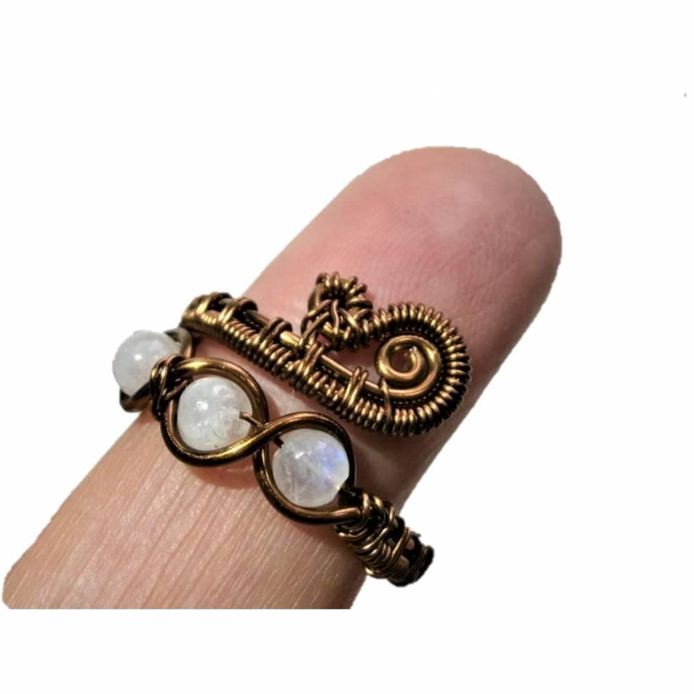 Ring handgemacht mit Mondstein im Spiralring Paisley Kupfer dunkel bronze wirework Daumenring Bild 1