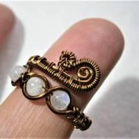 Ring handgemacht mit Mondstein im Spiralring Paisley Kupfer dunkel bronze wirework Daumenring Bild 6