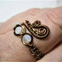 Ring handgemacht mit Mondstein im Spiralring Paisley Kupfer dunkel bronze wirework Daumenring Bild 7