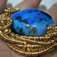 Ring blau royalblau Glaskunst 20 x 25 mm freeform wirework goldfarben Ringschiene verstellbar   Bild 3
