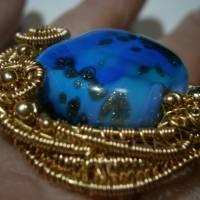 Ring blau royalblau Glaskunst 20 x 25 mm freeform wirework goldfarben Ringschiene verstellbar   Bild 6