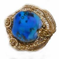 Ring blau royalblau Glaskunst 20 x 25 mm freeform wirework goldfarben Ringschiene verstellbar   Bild 7