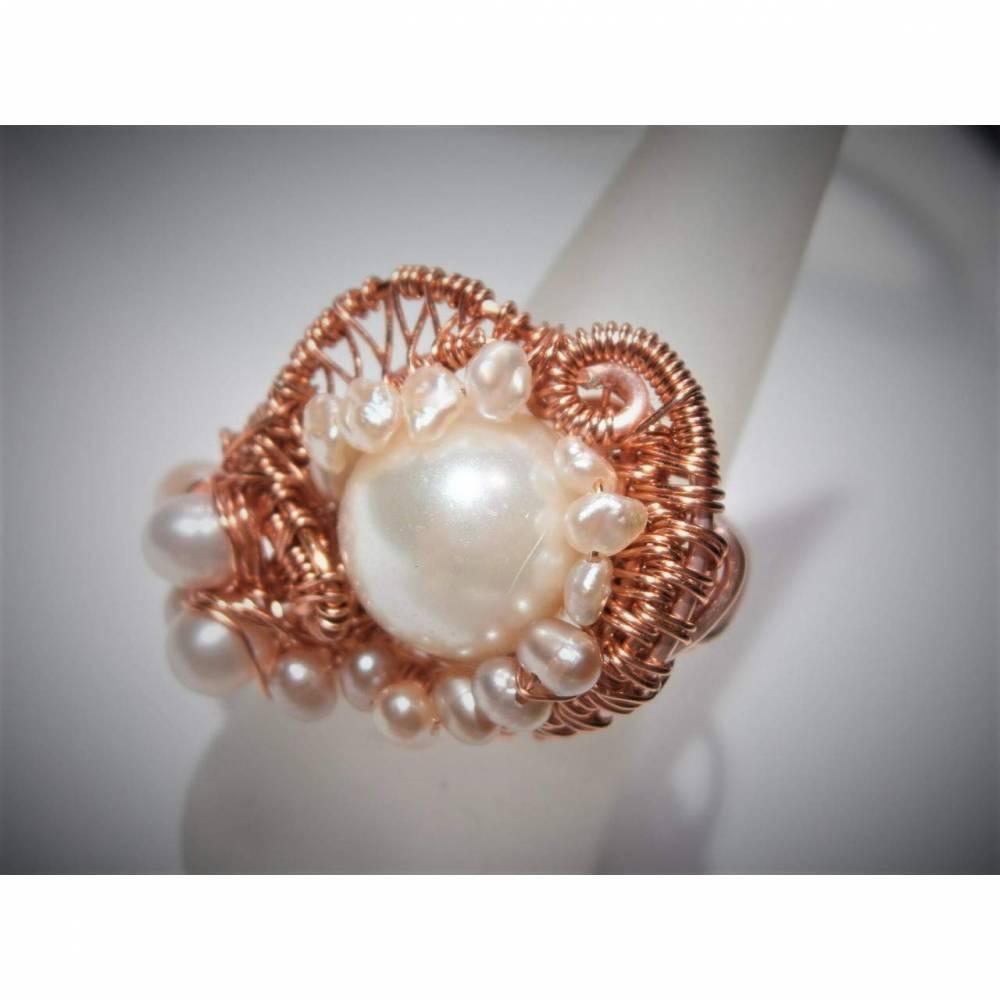 Ring handgewebt Muschelperle Süßwasserzuchtperlen weiß rosé in wirework kupfer hell rosegoldfarben verstellbar   Bild 1
