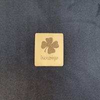 "Kunstlederlabel ""Glücksbringer"" mit Kleeblatt Bild 1"