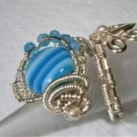 Ring mit Achat blau grau gestreift handgewebt petrol mit Keshiperlen weiß verstellbar spiralring Paisley bohho Bild 3
