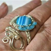 Ring mit Achat blau grau gestreift handgewebt petrol mit Keshiperlen weiß verstellbar spiralring Paisley bohho Bild 4