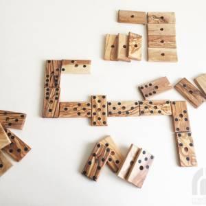 Domino Spiel inklusive 28 Dominosteine und Halterung in XL Ausführung, Natur Spielzeug Geschenkidee, handgefertigt aus O Bild 6