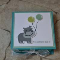 Quadratische Geschenkbox zur Geburt Bild 1